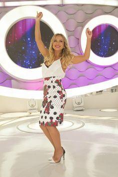 DaquiDali é o site para a mulher real, que traz tudo sobre moda, beleza, saúde, culinária, carreira, filhos, decoração, dicas incríveis para o dia a dia e as maiores novidades sobre a apresentadora Eliana Office Looks, Get The Look, Work Wear, Summer Outfits, Glamour, Celebrities, Sexy, Casual, Skirts