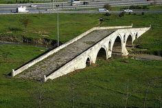 Haramidere köprüsü/Beylikdüzü/Avcılar/İstanbul/// Sinan'ın İstanbul'da inşa ettiği az sayıdaki köprüden biridir. Köprü, Büyükçekmece ve Küçükçekmece gölleri arasındaki Haramidere üstün