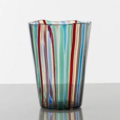 Gio Ponti - A canne, Bouteille, Venini. Gio Ponti, Murano Glass Vase, Glass Ceramic, Venetian Glass, Antique Glass, Tulips In Vase, Mid Century Lighting, Vintage Vases, Small Furniture