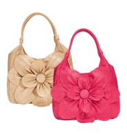 These little Avon purses are cute.  I wonder if my Aunt Linda can put these in the prize box for next Christmas. ;-D   I like both but if I had to choose, I would go with the pink.
