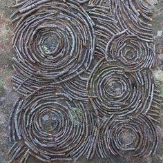 Forest ripples Sea Crafts, Nature Crafts, Ephemeral Art, Outdoor Art, Outdoor Ideas, Rock Design, Environmental Art, Simple Shapes, Tree Art