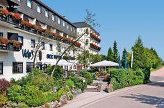 Victor's Seehotel Weingärtner is een prima driesterrensuperiorhotel met een overdekt zwembad en familiekamers, rustig gelegen te midden van groene heuvels en op 250 m van het mooie Bostalmeer. Hier kun je zwemmen en verschillende watersporten beoefenen. Victor's Seehotel Weingärtner is gelegen aan de dorpsrand van Bosen. Het Bostalmeer behoort met zijn strand tot de meest populaire recreatiegebieden in de omgeving en is het grootste stuwmeer in Zuidwest-Duitsland. Officiële categorie ***