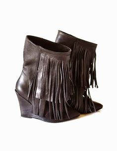 botine cu varf ascutit toc ortopedic: 9cm pret: 330 RON pt comenzi: incaltamintedinpiele@gmail.com Wedges, Boots, Fashion, Crotch Boots, Moda, Fashion Styles, Shoe Boot, Fashion Illustrations, Wedge