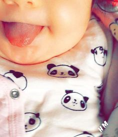 Linguinha d fira kkk ! Cute Little Baby, Cute Baby Girl, Little Babies, Baby Love, Cute Babies, Sweet Baby Photos, Cute Baby Pictures, The Babys, Cute Baby Wallpaper