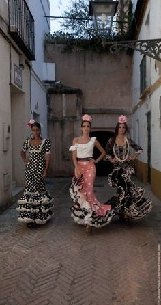 Not exactly dance costumes but gorgeous flamenco dresses Spanish Dance, Spanish Dress, Spanish Style, Flamenco Costume, Dance Costumes, Flamenco Dresses, Spanish Culture, Spanish Fashion, Just Dance
