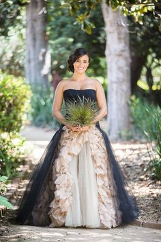 23 Dark Wedding Dresses For Brides Who Think White Is Trite Samhain, Pretty Dresses, Beautiful Dresses, Bridal Gowns, Wedding Gowns, Wedding Bells, Wedding Venues, Gothic Wedding, Medieval Wedding