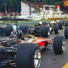 Graham Hill in his Lotus at the French Grand Prix F1 Lotus, Lotus Car, Grand Prix, Auto F1, F1 Wallpaper Hd, Retro Wallpaper, Wallpapers, Classic Race Cars, Auto Retro