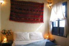 Le riad Lunetoile d'Essaouira est composé de 4 mini-suites et d'un petit appartement au dernier étage de la bâtisse centenaire. Riad Essaouira, Bungalow, Le Riad, Suites, Decoration, Valance Curtains, Mini, Home Decor, Shared Bathroom