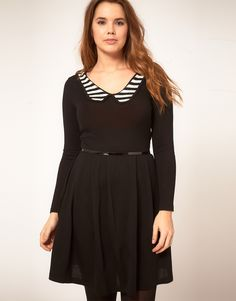 love the collar. plus sized.