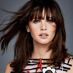 Fighting the Empire doesn't give those who rebel many opportunities to dress up, but in this new photoshoot for Glamour Magazine, the beautiful Felicity Jones shows off a totally different side. Felicity Jones Instagram, Felicty Jones, Felicity Rose Hadley Jones, Felicity Jones Hair, Lob Haircut, Glamour Magazine, Portraits, Bikini Photos, Celebs
