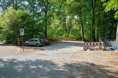 Parkplatz am Begräbniswald: Steine statt Schlaglöcher