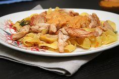 Паста с курицей и сливочным соусом