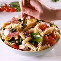 Italian Pasta Salad will kill it at every single summer party. Italian Pasta Salad will kill it at every single summer party. Easy Pasta Salad Recipe, Pasta Recipes, Cooking Recipes, Healthy Recipes, Tea Recipes, Cooking Tips, Vegetarian Recipes, Pasta Salad Italian, Soup And Salad