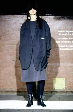 Maison Martin Margiela black inside out blazer — spring 2000. Shop for curated vintage designer clothing and second hand runway garments at Vaniitas. 2000s Fashion, Look Fashion, Fashion Details, Winter Fashion, Womens Fashion, Fashion Design, Vintage Designer Clothing, Fashion Show Collection, Mode Style