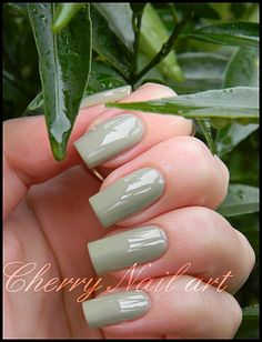 vernis kiko n°349 light olive green