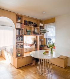 This Bookshelf Divider Brilliantly Makes a Foot-Studio Feel Like a One Bedroom 450 Square Foot Studio Apartment Layout Inspiration Studio Apartment Room Divider, Apartment Therapy, Apartment Ideas, Apartment Living, Studio Apt, Studio Living, Small Apartment Layout, Studio Apartment Design, One Bedroom Apartment