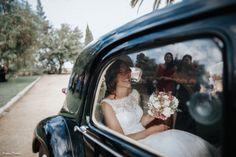 alquiler de coche antiguo para bodas en sevilla. coche con clase para bodas. sevilla clasicos