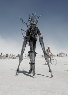 Burning Man is an annual event that takes place in Black Rock, two and a half hours away from Reno Nevada. People describe the Burning Man event as a self-expressive and a self-reliance community. Mad Max, Burning Man Art, Burning Man Sculpture, Black Rock Desert, Wtf Moments, Into The Fire, Foto Art, Man Photo, Post Apocalyptic