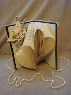 Varie - libro scultura - un prodotto unico di Margherita894 su DaWanda Book Folding, Origami, Container, Books, Etsy, Fantasy, Recycling, Templates, Livros
