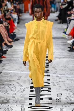 Fashion Week Paris, Fashion Show, Fashion Trends, Fashion Weeks, Stella Mccartney Dresses, Mellow Yellow, Beautiful Outfits, Catwalk, Cool Style