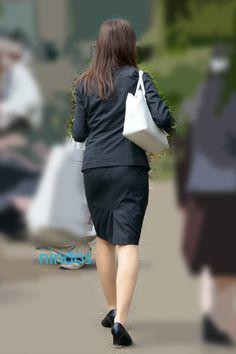 スーツ+ナチュストの美脚お姉さん - ニンドスのトリトリ日誌 Dress Suits, Skirt Suit, Short Heels, Sexy Hips, Office Attire, One Piece Dress, Office Ladies, Real Women, Beauty Women