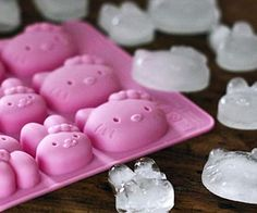 Increase the cuteness factor of any drink you whip up with the Hello Kitty ice cube tray. This eco-friendly silicone tray makes eight adorable Hello Kitty...