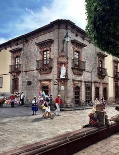Walking Tours of San Miguel de Allende –A 30 page book of the History, and Step-by-Step instructions for touring this 460 year old Spanish Colonial city, a National Monument. The booklet has a fou…
