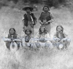 Apache men, Front row right side, Al-che-say, Arizona, 1880 Apache Native American, Apache Indian, Native American Pictures, Native American History, Native Indian, First Nations, Navajo, Chihuahua, Cowboy Artwork