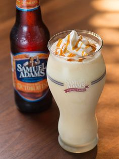 The Samuel Adams Octoberfest Milkshake is available through 11 November at Red Robin in the US. The drink is a blend of soft-serve ice cream, Samuel Adams Octoberfest draft, vanilla and caramel. Milk Shakes, Fun Drinks, Yummy Drinks, Yummy Food, Beverages, Beer Recipes, Cooking Recipes, Drink Recipes, Recipies