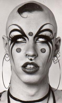 Absurdity of Everyday life Club Kids : Walt Paper Drag Makeup, Makeup Art, Eye Makeup, Makeup Style, Clown Makeup, Acid House, Estilo Club, Mode Inspiration, Makeup Inspiration