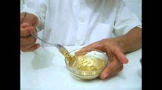 Glace Dourado - Gold Cream - 2 medidas de açúcar de confeiteiro ou impalpável - 1 medida de pó dourado ou prateado ou brilhante de outras cores - Agua ou alcool até o ponto...