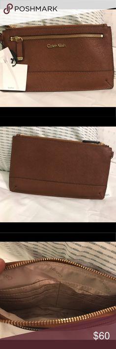 NWT Calvin Klein Leather Wallet/Wristlet Brown NWT Calvin Klein Leather Wallet/Wristlet Brown Calvin Klein Bags Clutches & Wristlets