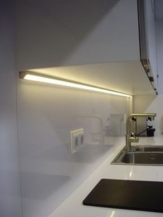 That will motivate you Led Under Cabinet Lighting Ideas – nyamanhome - All For House İdeas Hidden Lighting, Led Under Cabinet Lighting, Cove Lighting, Kitchen Lighting, Strip Lighting, Lighting Ideas, Kitchen Interior, New Kitchen, Modern Interior