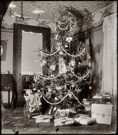 Christmas 1900, home of Wilbur and Orville Wright -(light, picture rail, papered ceiling and door window treatment)