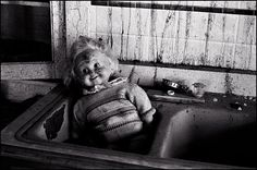 Google Image Result for http://www.chriscrawfordphoto.com/fine_art/portfolio/doll-house/images/fullsize/dolls15.jpg