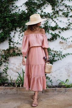 Off-the-shoulder dress for spring - spring outfit ideas- spring dresses Spring Summer Fashion, Spring Outfits, Spring Style, Spring Hats, Summer Outfits For Vacation, Ootd Spring, Vacation Style, Holiday Outfits, Dress Outfits