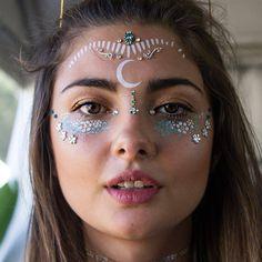 Glo bindi blue baby - glo tatts - 2 make up festival makeup, Festival Looks, Hippie Make Up, Makeup Inspo, Makeup Inspiration, Coachella Make-up, Coachella Festival, Karneval Diy, Festival Paint, Tribal Makeup