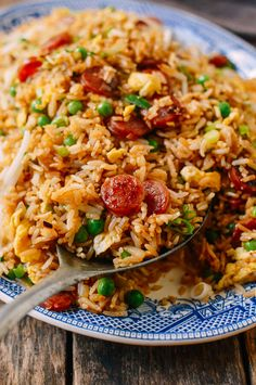 Chinese Sausage Fried Rice (Lop Cheung Chow Fan) - Koch- & Backrezepte, Tips und Tricks - Cuisine Arroz Frito, Wallpaper Food, Baking Wallpaper, Pasta Salad With Spinach, Cold Meals, Rice Dishes, Lunches And Dinners, Clean Eating Snacks, Family Meals