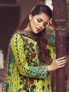 Sleeves designs for dresses - Viscose embroidered green unstitched 3 piece dress by Eden Robe viscose collection 2019 Sleeves Designs For Dresses, Neck Designs For Suits, Dress Neck Designs, Sleeve Designs, Blouse Designs, Pakistani Fashion Casual, Pakistani Dresses Casual, Pakistani Dress Design, Indian Dresses