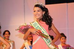 Gabriela Carpio (Portuguesa) fue coronada como «Niña Model Venezuela Tierra 2014» el 30 de abril en el Centro Bellas Artes