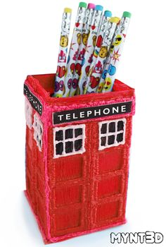 DIY British red phone booth 3D printing project as a useful pencil holder from MYNT3D | make this craft with the help of a free template, video tutorial and step by step instructions. 3d Printing Business, 3d Printing Diy, 3d Printing Service, 3d Pen Stencils, Stencil Templates, Dr Who Phone Booth, 3d Zeichenstift, Boli 3d, 3d Drawing Pen