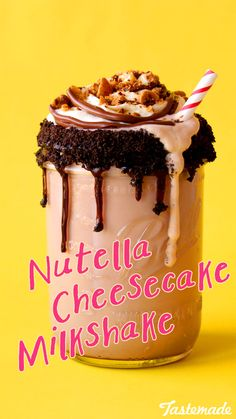 Nutella & cheesecake shake w/ cream frosting, Nutella drizzle & sprinkle of toasted hazelnuts. Yummy Treats, Delicious Desserts, Sweet Treats, Dessert Recipes, Yummy Food, Milkshake Recipes, Milkshakes, Nutella Milkshake, Milkshake Bar