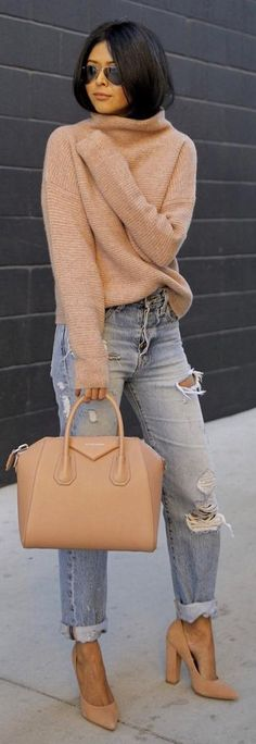 Camel Turtleneck / Camel Leather Tote Bag / Destroyed Denim / Camel Pumps