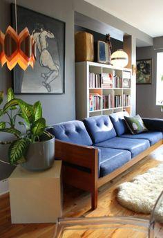 10. Sofás de madera. Antiguamente los sofás de madera con asiento y respaldo de cojín tapizado en tela eran corrientes en todas las vivienda...