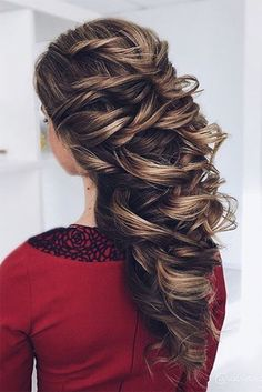 Oh the things you can do with long hair! Perfect hairstyle for a wedding or any special occasion. @eksnagustenko