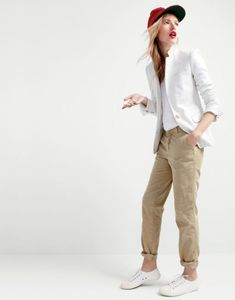 Crew women's Regent blazer in metallic linen, relaxed linen T-shirt, Sunday slim chino, Ebbets Field Flannels® for J.Crew Brooklyn Bushwicks ball cap and Tretorn® canvas sneakers. Blazer Outfits For Women, Outfits Damen, Casual Outfits, Pants For Women, Clothes For Women, Beige Outfit, Tomboy Fashion, Fashion Outfits, Girl Outfits