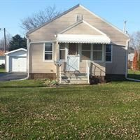 2 beds, 1 baths, 672 sq ft in Toledo, OH 43612. Detached garage with a large yard.  Full basement that is part finished.  For more information, contact Tina Whitman, Key Realty One, 734-497-6787