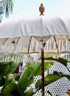 Outdoor Spaces, Outdoor Living, Outdoor Decor, Porches, Umbrella Decorations, Pool Umbrellas, Grand Art, Ladies Umbrella, Outdoor Umbrella