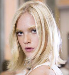 Krótkie fryzury blond 2016, pokaz Genny SS16, fot. Imaxtree Blonde Lob, Blonde Hair Looks, Platinum Blonde Hair, Eyebrow Stencil, Bright Blonde, Eyebrow Brush, Hairstyles Haircuts, Blonde Hairstyles, Pure Beauty