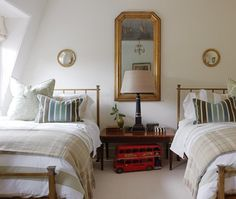 Really like for a guest room. Photographer: Stacey Brandford, Designer: Sarah Richardson Design (via House & Home). Sharing some photos from House & Home's March 2012 issue featuring Sarah Richardson's London project. Bedroom Diy, Room Inspiration, Sarah Richardson Design, Bedroom Design Diy, Luxury Bedroom Furniture, Bedroom Design, Home Bedroom, Home Decor, Room